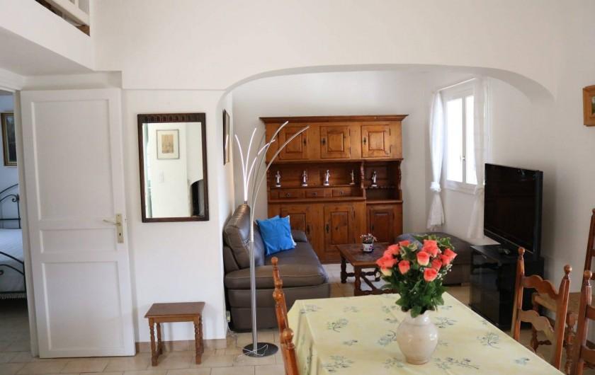 Location de vacances - Villa à Sainte-Maxime - salon - salle à manger