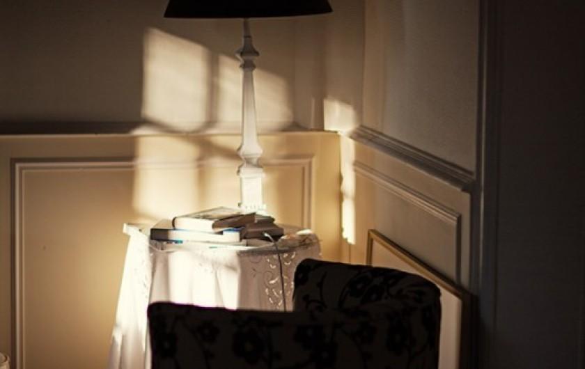 Location de vacances - Chambre d'hôtes à Salies-de-Béarn - lecture au salon
