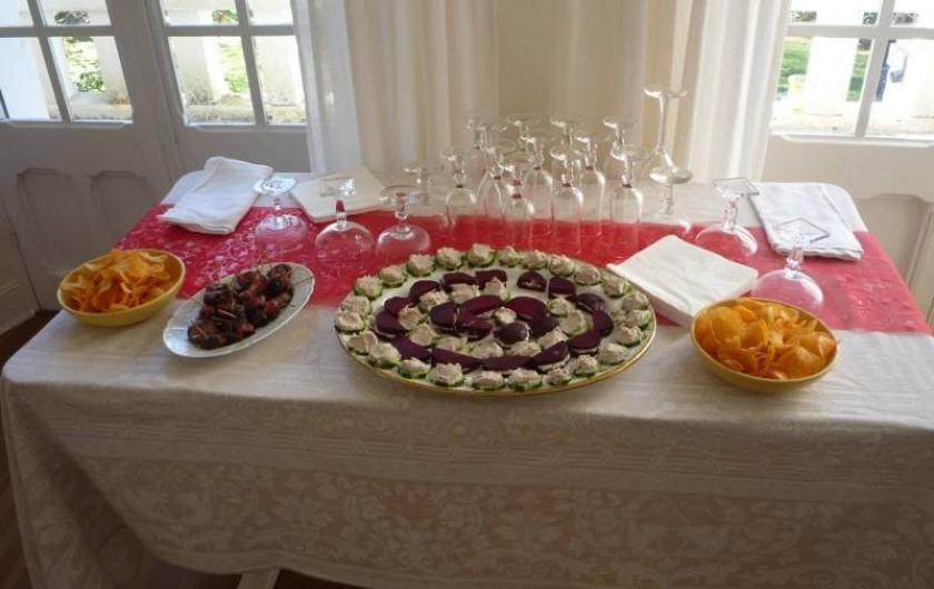 Location de vacances - Chambre d'hôtes à Salies-de-Béarn - buffet pour les retrouvailles entre amis ou en famille
