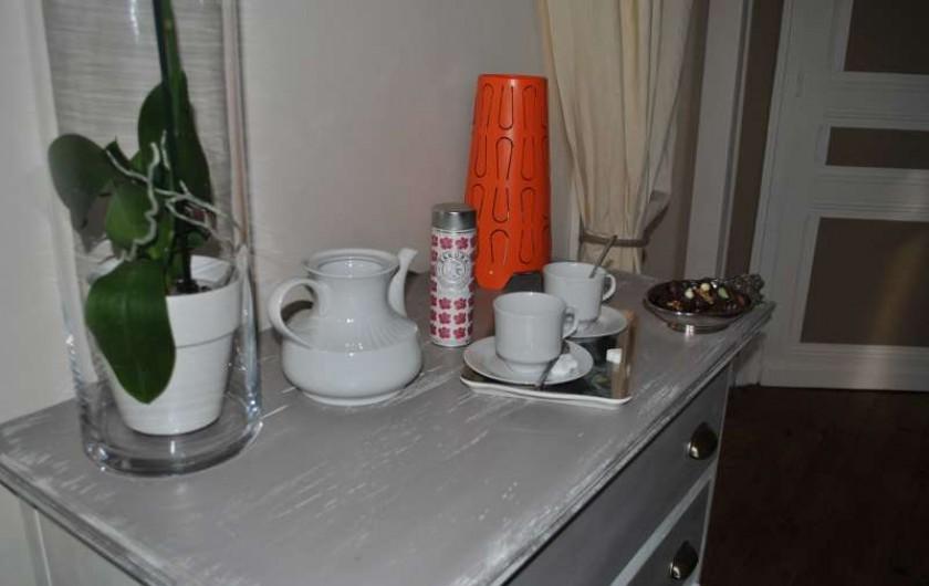 Location de vacances - Chambre d'hôtes à Salies-de-Béarn - dans chaque chambre  plateau d'accueil