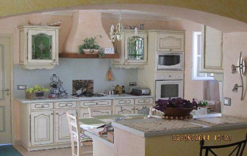 Location de vacances - Villa à Alès - Vue de la cuisine donnant sur la terrasse
