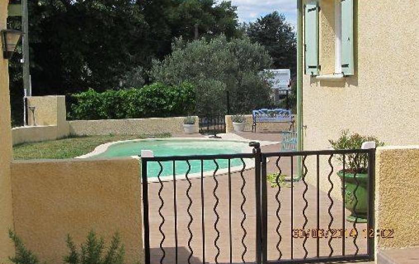 Location de vacances - Villa à Alès - Vue coin piscine