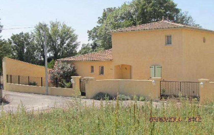 Location de vacances - Villa à Alès - Arrivée par le chemin menant à l'habitation.
