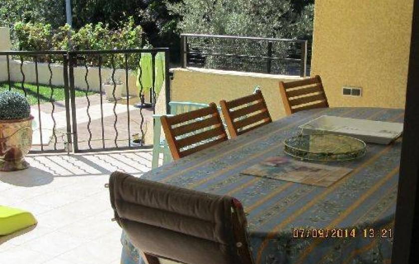 Location de vacances - Villa à Alès - Vue de la terrasse semi couverte donnant sur le Sud
