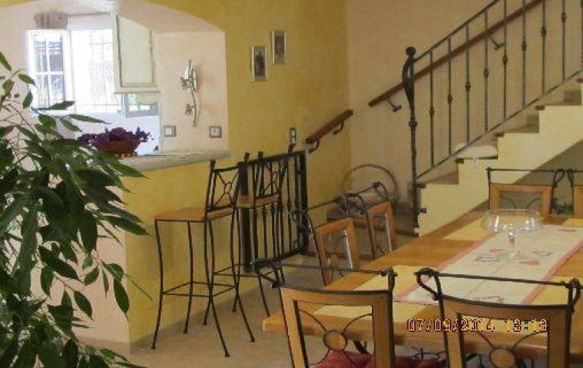 Location de vacances - Villa à Alès - Salle à manger avec passage à la cuisine