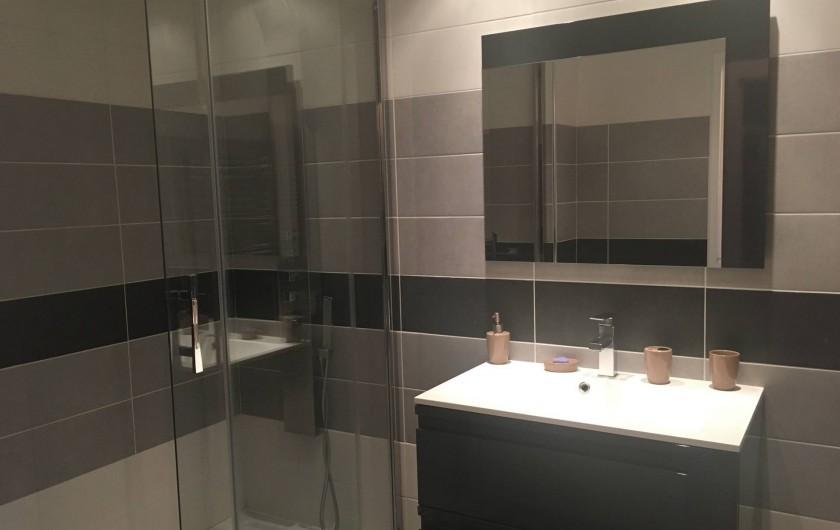 Location de vacances - Appartement à Cassis - La salle de bain avec douche à l'italienne