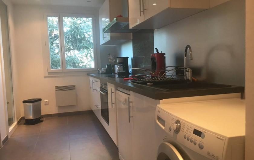 Location de vacances - Appartement à Cassis - La cuisine toute équipée indépendante