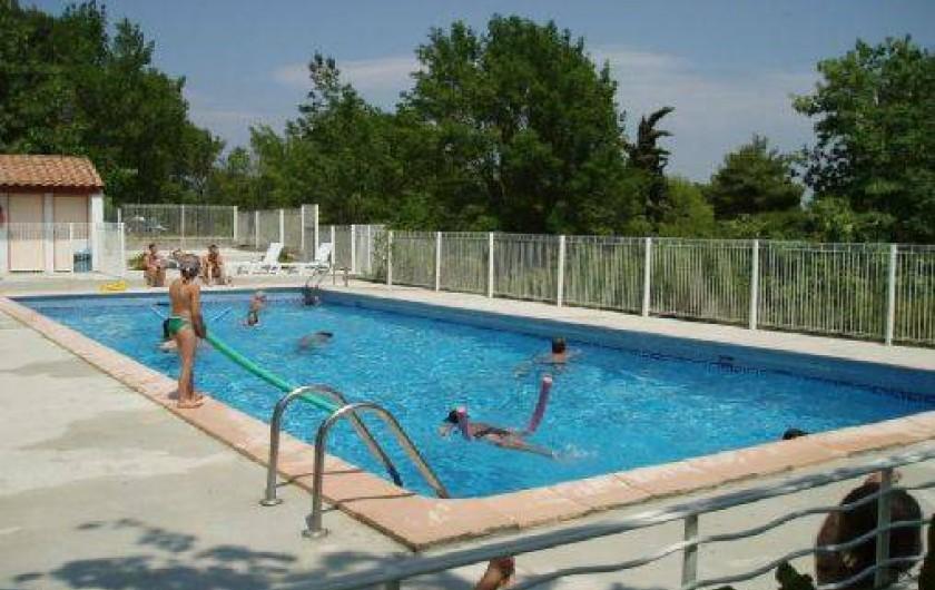 Location de vacances - Camping à Villemoustaussou - La piscine réservée à la clientèle du camping