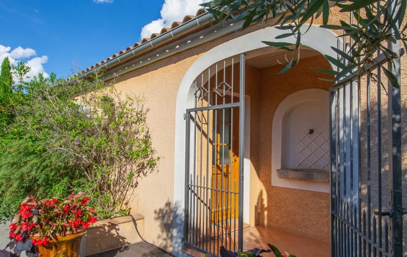 Location de vacances - Villa à Pépieux - COIN REPAS TERRASSE EXTERIEURE AVEC BBQ PLANCHA