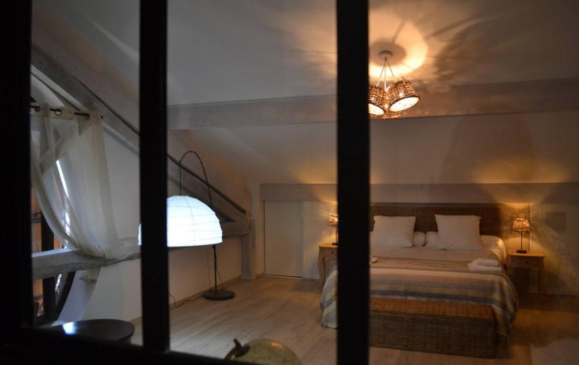 Location de vacances - Gîte à Lougratte - Grande chambre de 25 m2 avec sa salle d'eau et wc