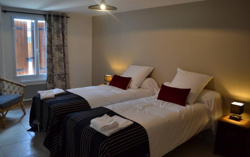 Location de vacances - Gîte à Lougratte - chambre 2 lits ou 1 lit avec salle d'eau à partager
