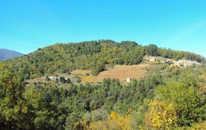 Location de vacances - Gîte à Chassiers - Le hameau de Joux en automne