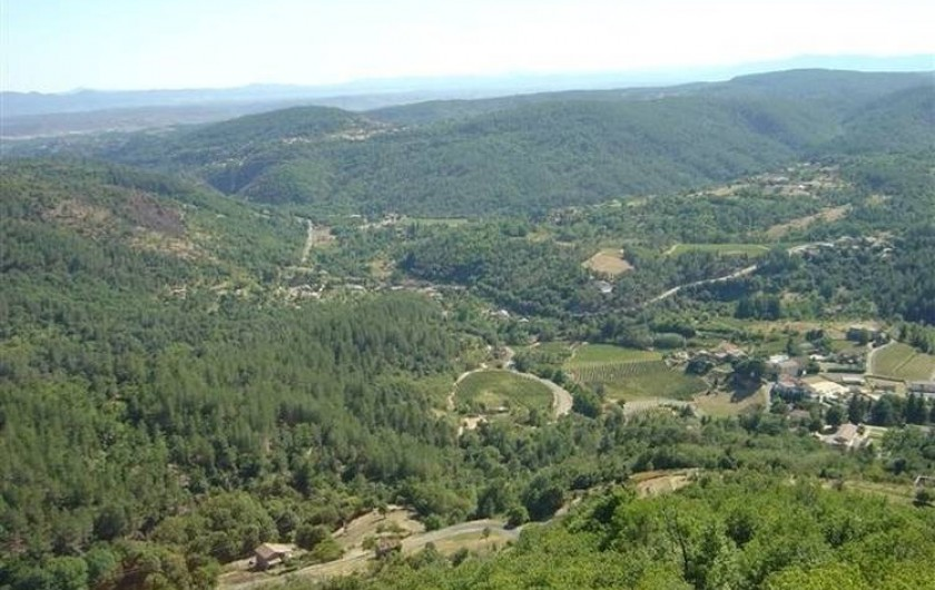 Location de vacances - Gîte à Chassiers - Alentours de la Clède : vue sur la Caverne du Pont d'Arc et le Mont Ventoux