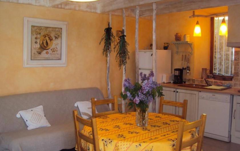 Location de vacances - Gîte à Chassiers - Cuisine/séjour