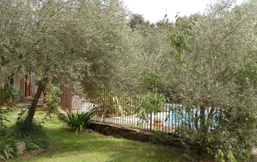 Location de vacances - Villa à Aubais - Extérieur accès piscine sécurisé
