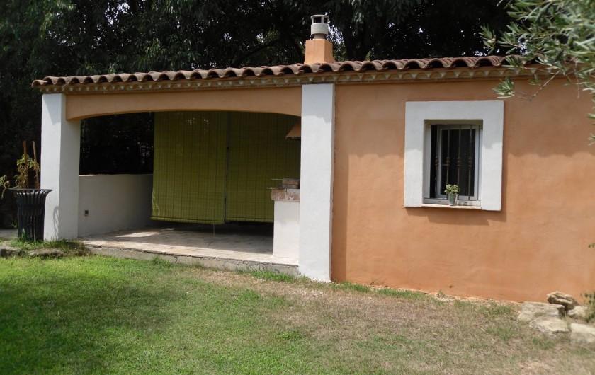Location de vacances - Villa à Aubais - Pool house  Espace barbecue