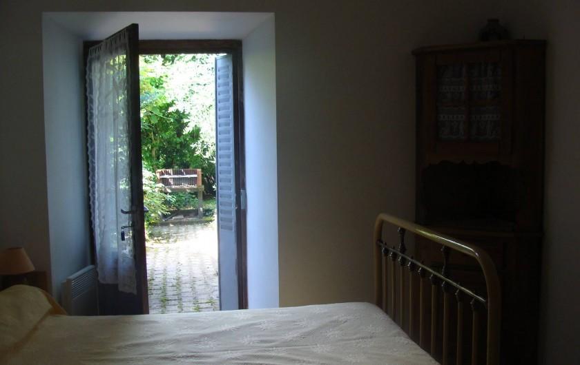 Location de vacances - Appartement à Saint-Alban-Auriolles - Chambre du Rez-de-Chaussée Lit 2 places + 1 lit 1 place