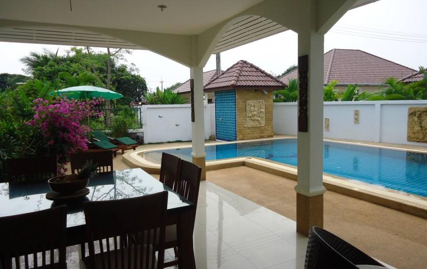 Location de vacances - Maison - Villa à Phe - Dinner room & swimming pool