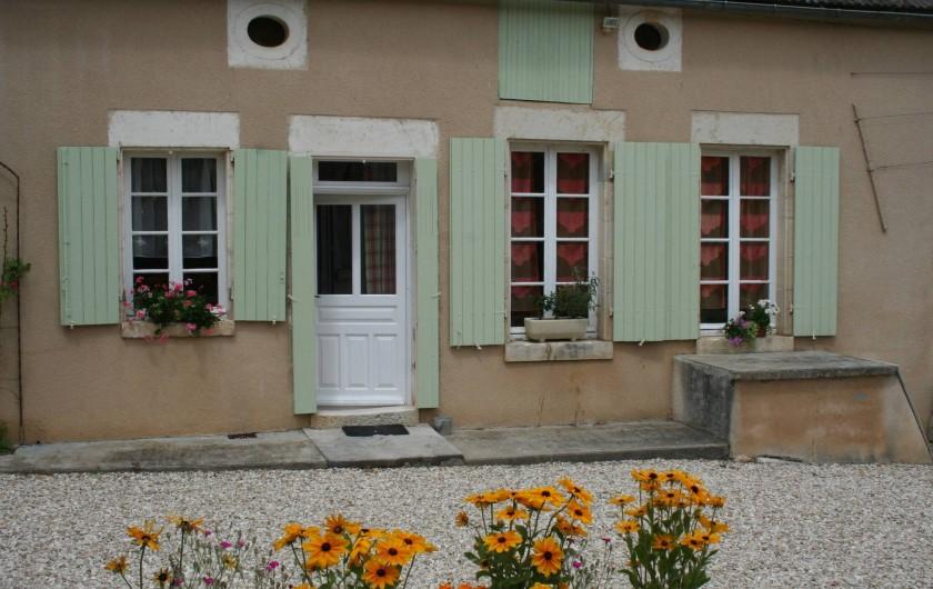 Location de vacances - Gîte à Druyes-les-Belles-Fontaines - vue de la maison