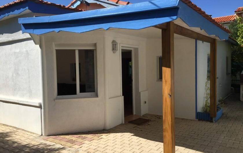 Location de vacances - Villa à Saint-Pierre la Mer - Entrée  Terrasse couverte