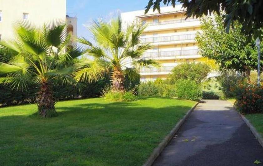 Location de vacances - Appartement à Fréjus - Jardin