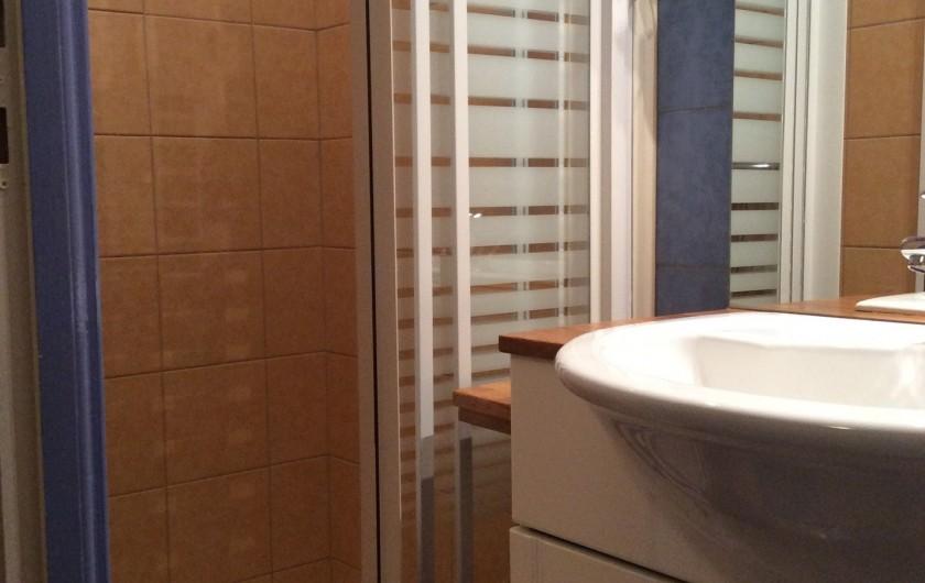 Location de vacances - Gîte à Cier-de-Luchon - salle d'eau rdc