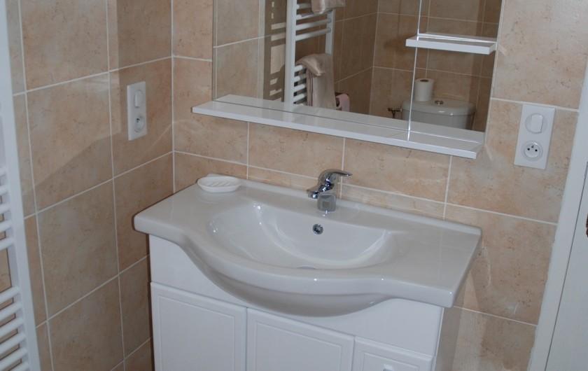Location de vacances - Villa à Rochefort - Salle d'eau avec cabine de douche multi jets . . et WC pour chambre 1