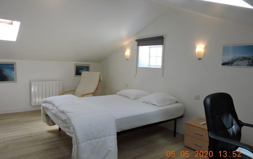 Location de vacances - Villa à Rochefort - Chambre 2 avec attenant salle d'eau (avec cabine de douche et WC