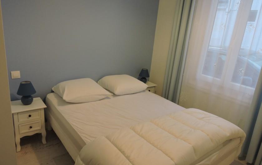 Location de vacances - Villa à Rochefort - chambre bleu  ( possède une deuxième chambre appelée chambre rose )