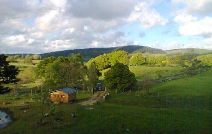 Location de vacances - Cabane dans les arbres à Paulhac-en-Margeride - Vues depuis la cabane en hauteur: (2nd cabane avec cuisine, douche...)