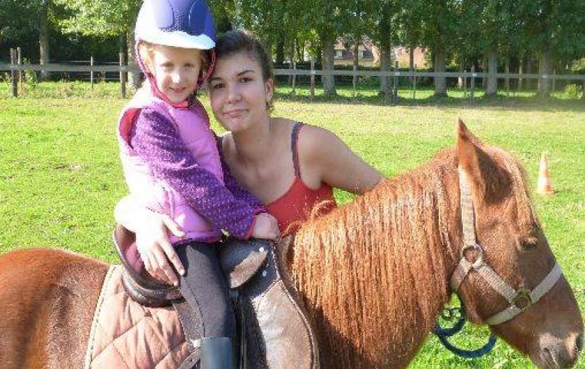 Location de vacances - Gîte à Tours-en-Vimeu - Marie malentendante fait découvrir sa passion aux enfants  : les chevaux