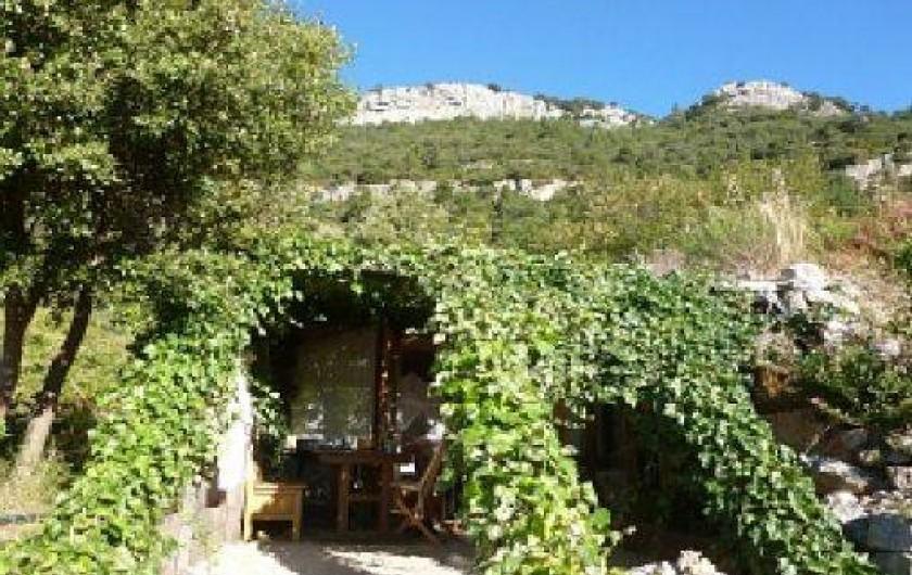Location de vacances - Mas à Saint-Privat - La terrasse avec pergola