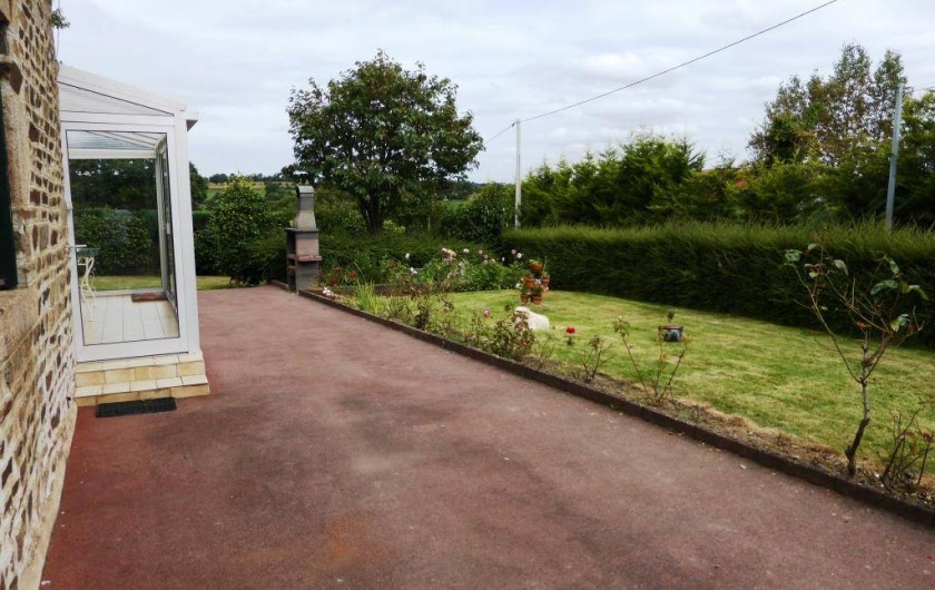 Location de vacances - Gîte à Louvigné-du-Désert - Cour possibilité garer 3 voitures