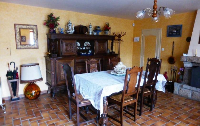 Location de vacances - Gîte à Louvigné-du-Désert - Salle avec Cheminée TV écran plat, Home-cinéma, Hifi.