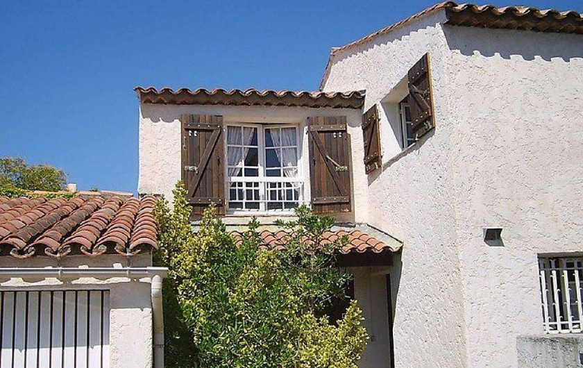 Location de vacances - Villa à Fréjus - façade avant