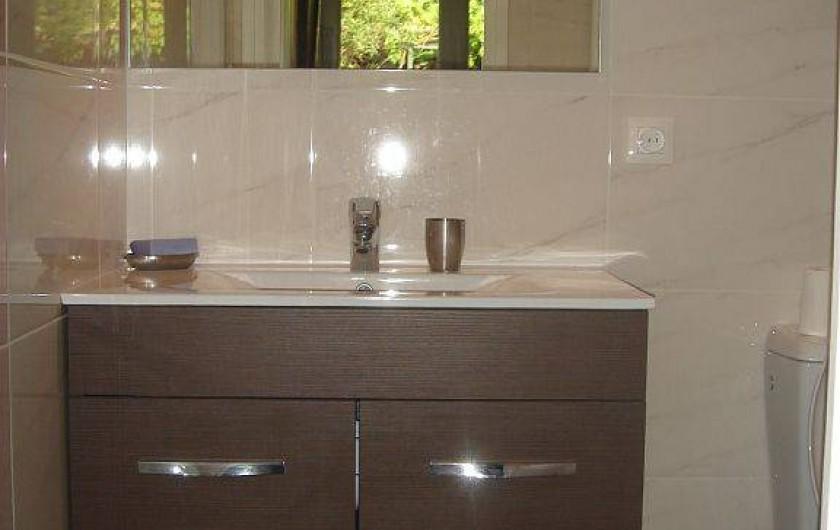 Location de vacances - Villa à Fréjus - salle de bains rez de chaussee