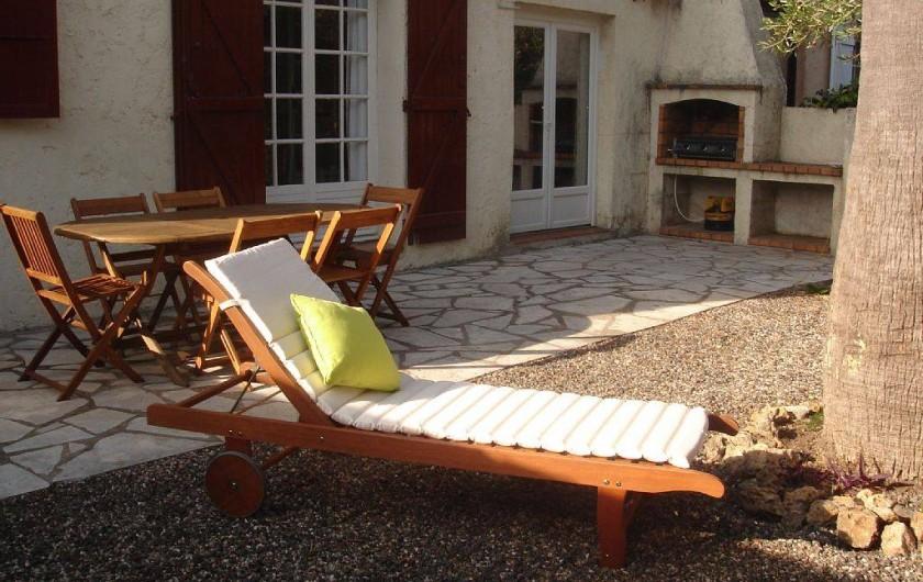 Location de vacances - Villa à Fréjus - cour arriere