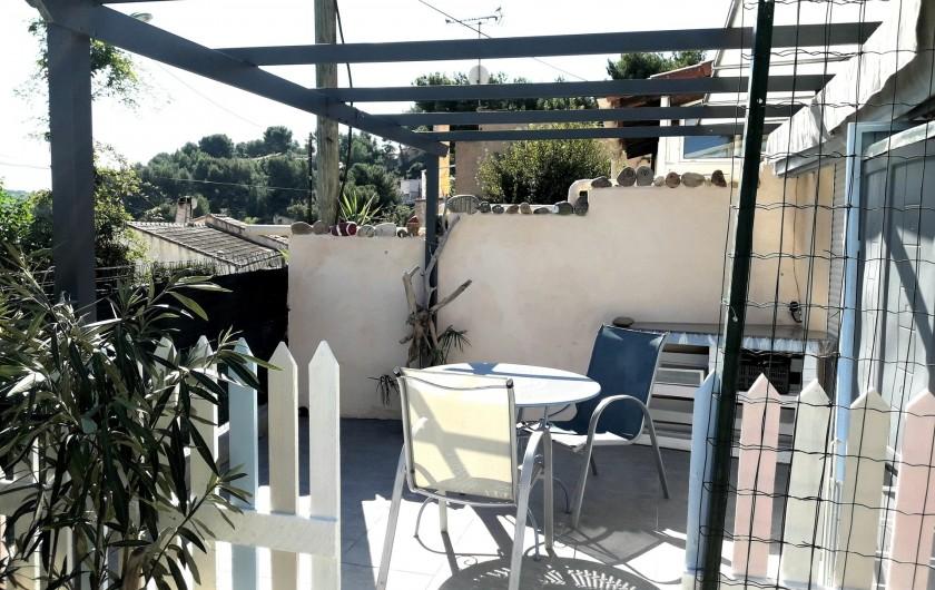 Location de vacances - Maison - Villa à Istres - la terrasse Est -sud avec store