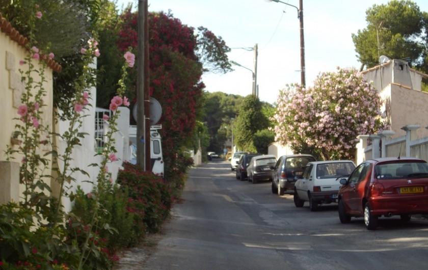 Location de vacances - Maison - Villa à Istres - la rue devant le studio