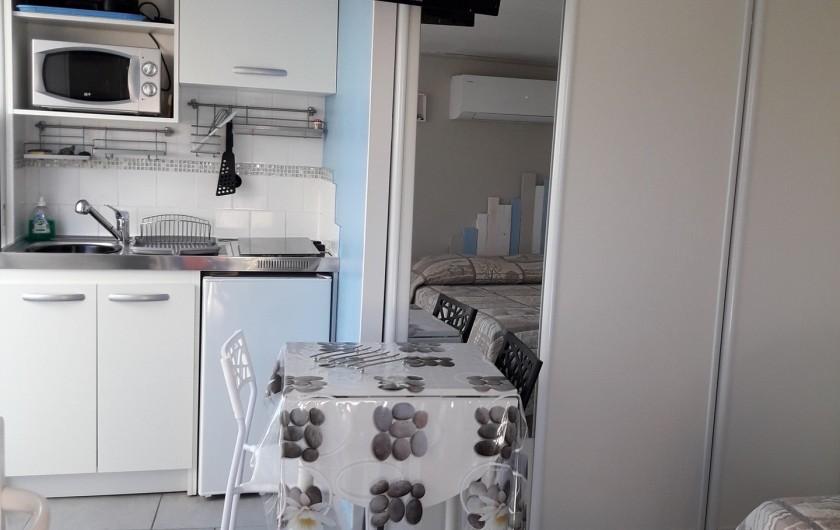 Location de vacances - Maison - Villa à Istres - le coin cuisine repas