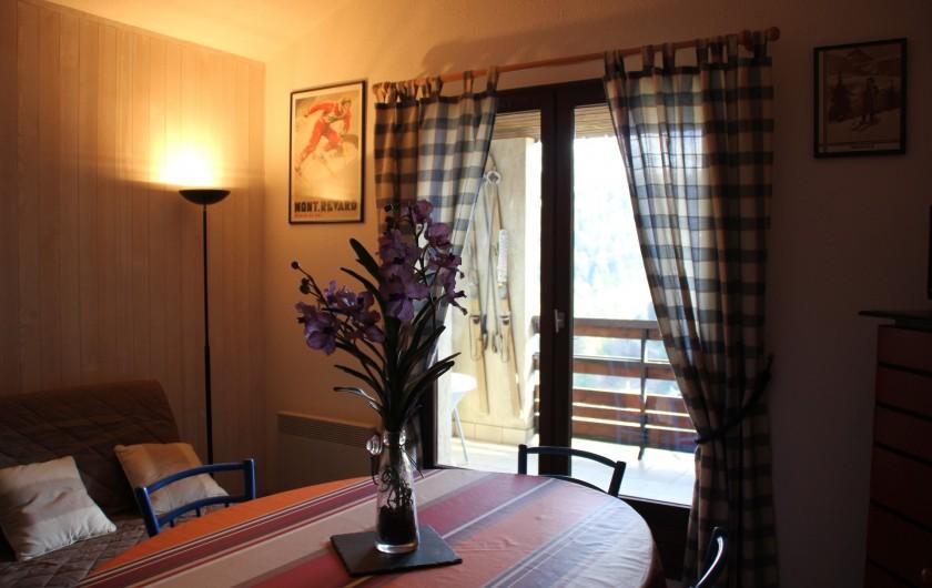 Location de vacances - Appartement à Super Lioran - Salon cuisine balcon