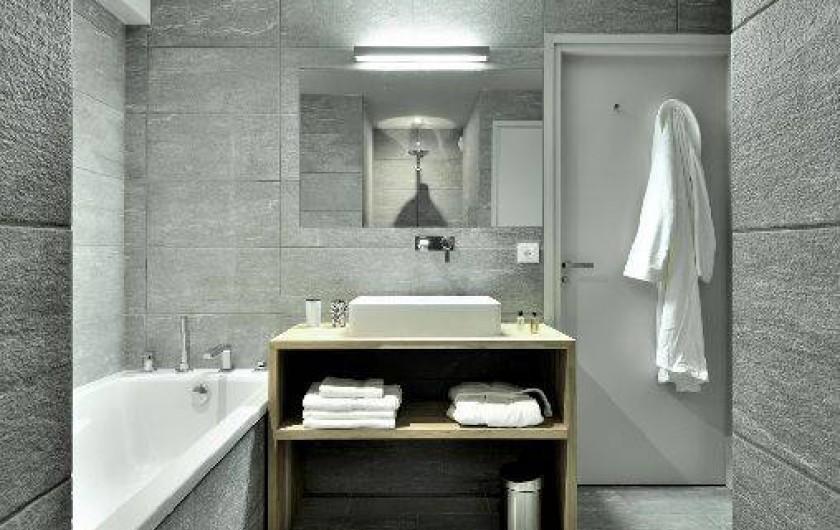 Location de vacances - Chalet à Saint-Martin-de-Belleville - Salle de bains de la chambre master.