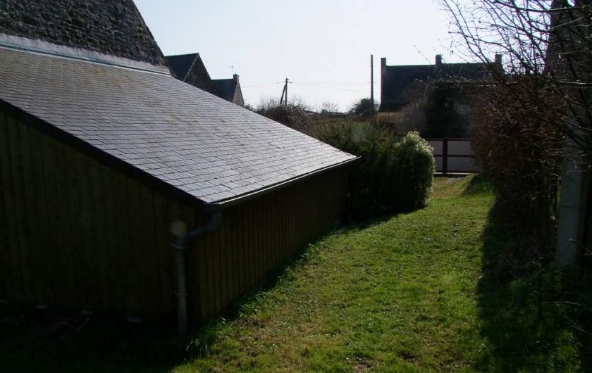 Location de vacances - Gîte à Pleudihen-sur-Rance - Garage côté est Plantes aromatique menthe céleri branche oseille, origan