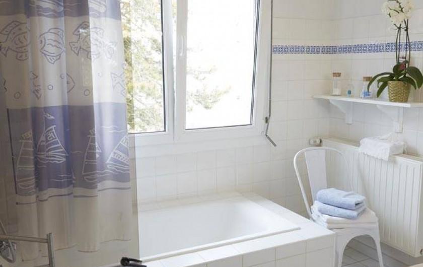 Location de vacances - Chambre d'hôtes à Beaune - Salle de bain des Cent Vignes
