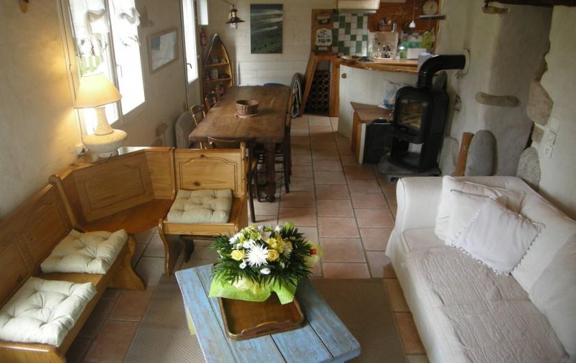 Location de vacances - Villa à Portsall - Salon-salle à manger et poêle à bois