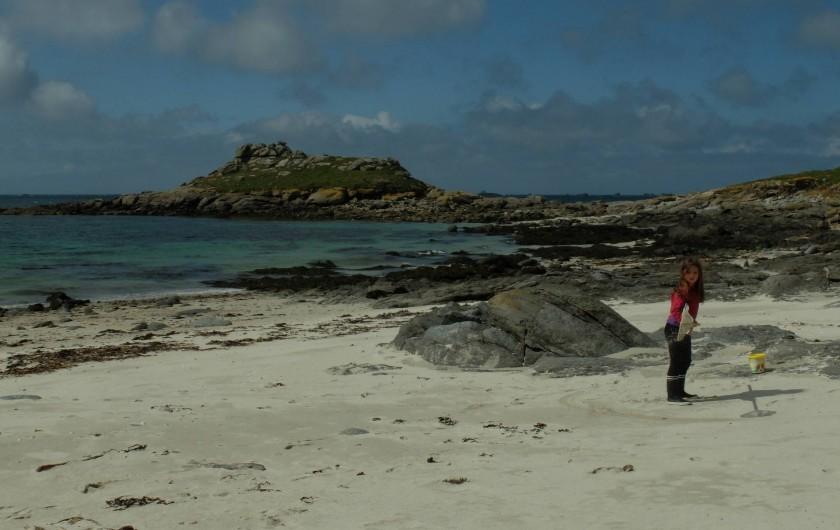 Location de vacances - Villa à Portsall - A 2mn de marche en face de la maison : plage de sable fin.