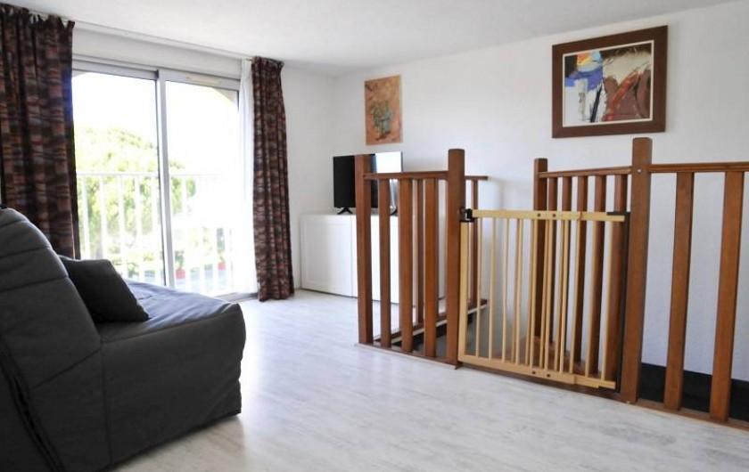 Location de vacances - Appartement à Le Grau-du-Roi - Le salon du duplex avec canapé lit 2 pers