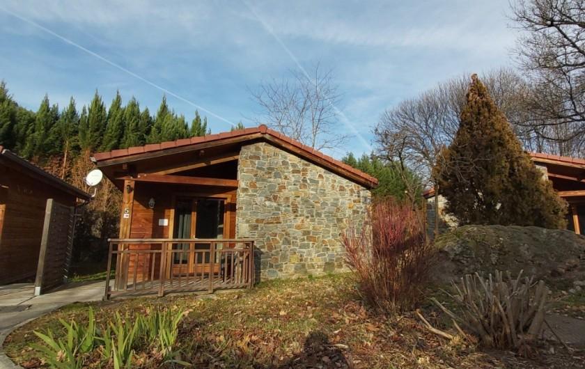 Location de vacances - Chalet à Mercus-Garrabet - une de nos T2 et sa terrasse