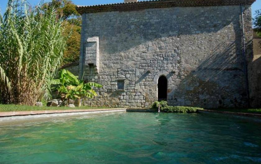 Location de vacances - Gîte à Lectoure - La piscine 12mX4m au pied du moulin médiéval