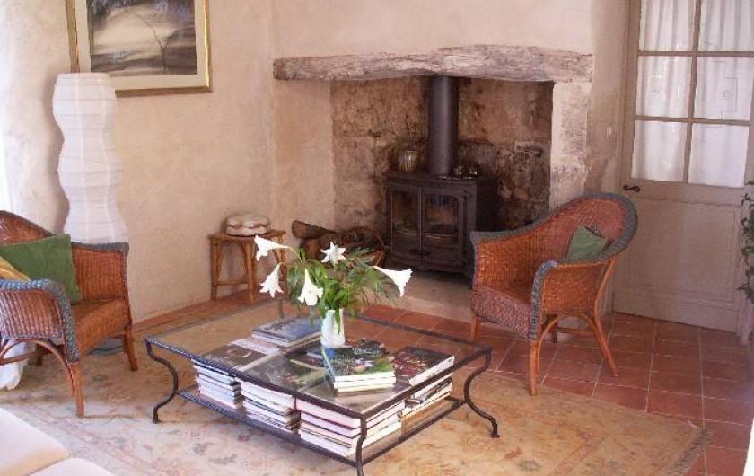 Location de vacances - Gîte à Lectoure - Le salon avec sa cheminée